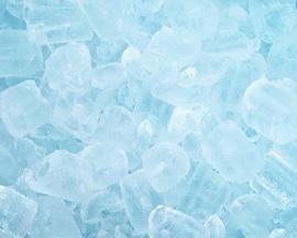 Ledo kubeliai iliustruoja greitą vėsinimo jausmą, kurį suteikia Lioton® 1000   gelis